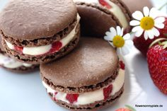 chocolate macarons & strawberry mascarpone cream (recipe with less powdered sugar)