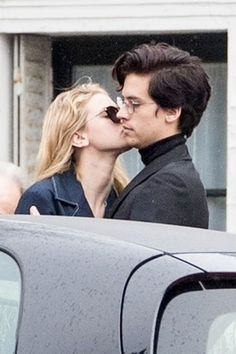 'Riverdale' Lili Reinhart Stands Up for Cole Sprouse After Rude Fan Encounter lili reinhart cole sprouse breakup couple dating cute ship bughead jughead betty riverdale Sprouse Cole, Cole Sprouse Jughead, Cole Sprouse Funny, Dylan Sprouse, Lily Cole, Celebrity Couple Costumes, Black Celebrity Couples, Cute Couples Teenagers, Lemony Snicket