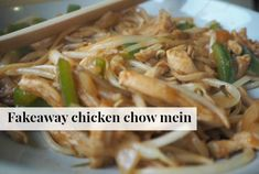 Fakeaway chicken chow mein is delicious and easy to make and so much cheaper than buying it at your local takeaway - not to mention healthier! Slimming World Dinners, Slimming World Recipes Syn Free, Healthy Eating Recipes, Cooking Recipes, Healthy Food, Healthy Plate, Batch Cooking, Healthy Dinners, Delicious Recipes