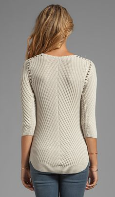 Autumn Cashmere Studded Rib Cable Crew Sweater в цвете Пенька | REVOLVE