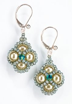 Jeweled Clover Earrings project by Mabeline Gidez in her book I Can Right Angle Weave