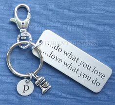 Personalized Baking Key Chain Customized with Your Initial from Broke Student Designs Jewelry Crafts, Handmade Jewelry, Unique Jewelry, Cool Gifts, Best Gifts, Metal Jewelry, Jewlery, Personalized Tumblers, Hand Stamped Jewelry