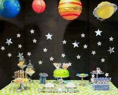 Today's party feature is Out Of This World! Flavia of Fete a Fete shared this space themed party she threw for her 2 year old son. I feel like it's been forever since I've shared a kids party here on the blog, so I was thrilled to find this in my IN box. There's a lot of diy in this party, so check