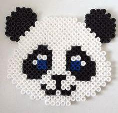 panda-strijkkralen Easy Perler Bead Patterns, Melty Bead Patterns, Diy Perler Beads, Perler Bead Art, Quilling Patterns, Beading Patterns, Hamma Beads Ideas, Hama Beads Design, Quilled Creations