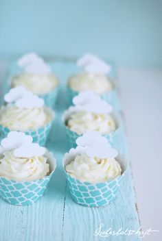 White clouds as cupcake-toppers !!