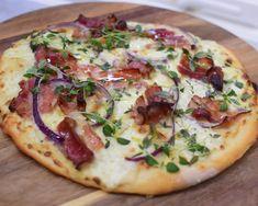 Italiensk pizza - Oppskrift pizzabunn | Gladkokken Falafel, Enchiladas, Mozzarella, Tofu, Vegetable Pizza, Bacon, Food And Drink, Dinner, Cooking