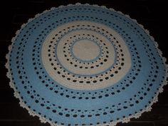 apete confeccionado com a tradicional técnica do crochê. Sofisticação e valorização para a decoração que você preparou para o quarto do seu filho. <br>Produzido com barbante de algodão, que possibilita a lavagem da peça frequentemente <br>Cores:azul bebê, branco <br>pode ser encomendado em outras cores e tamanhos