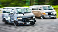 D-Van Grand Prix: uma corrida feita apenas para vans Dodge com motor V8 – totalmente épico!