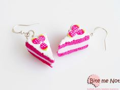 Strawberry pastries with strawberries! -Silver plated hook earrings!  -Strawberry pastries with vanilla sauce and strawberry slices!