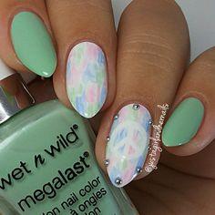 Pastel watercolor nails. (by @justagirlandhernails on IG)