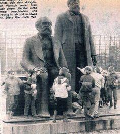 https://flic.kr/p/DPWmCL   Marx und Engels Denkmal in Ost-Berlin der DDR