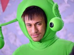 Neymar siempre predispuesto: se disfrazó para promocionar a una compañía de helados. | Neymar disfrazado para una compañía de helados - Yahoo Deportes México
