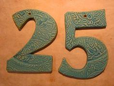2 Hausnummern aus Keramik