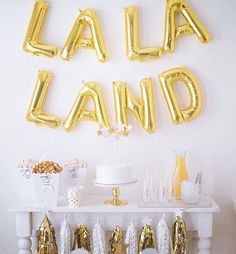 Happy Oscars Day!! Just swooning  over this adorable Lala Land themed #Oscars party by @twinkletwinklelittleparty! Be sure to hop on over to there blog as well to see some of our tips and tricks for hosting a last minute Oscars party that was featured on @wfaa8!  • • • #dallasblogger #lifestyleblogger #partystylist  #thatsgoodhousekeeping #interior125  #ltkhome #creativepreneur #communityovercompetition  #darlingdetails  #pursuepretty  #flashesofdelight  #livethelittlethings #stylemepretty…
