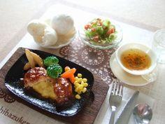 miniature food. http://blog-imgs-58-origin.fc2.com/s/h/i/shibazukeparipari/120925010.jpg