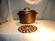 GRISWOLD VINTAGE CAST IRON DEEP TITE TOP DUTCH OVEN WITH LID AND TRIVET
