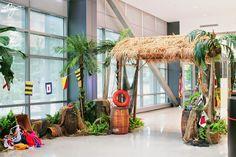 pj hummel and company, inc: A Tropical Holiday Aloha Party, Hawaiian Luau Party, Hawaiian Theme, Tropical Party, Tiki Party, Jungle Decorations, Hawaiian Party Decorations, New Years Decorations, Havana Nights Party