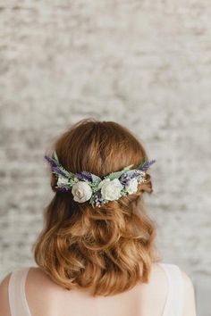 rustic wedding hair This elegant bridal hair comb for hair consists of neat purple and white roses. The lovely purple flower comb can be easily worn in many positions around the head. Flower Crown Wedding, Wedding Hair Flowers, Hair Comb Wedding, Wedding Hair Pieces, Flowers In Hair, Crown Flower, Purple Wedding, Rustic Wedding Hairstyles, Wedding Hairstyles For Long Hair