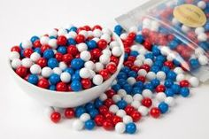 Red, White, and Blue Candy - perfect for of July party favors! Chocolate Rocks, Chocolate Babies, Melting Chocolate, Patriotic Party, 4th Of July Party, Fourth Of July, Blue Candy, Pumpkin Art, Chocolate Bouquet