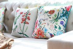¡#Flores en #invierno! Con el estilo #Garden es posible. #Cojines #Colores #Living Throw Pillows, Bed, Garden, Bedspreads, Tablecloths, Totes, Needlepoint, Accent Pillows, Blinds