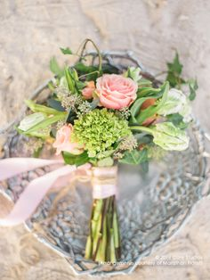 Geraldine roses among tulips and mini green hydrangeas combine to create sweetness and delicate beauty. Green Hydrangea, Hydrangeas, Tulips, Florals, Roses, Delicate, Valentines, Table Decorations, Create