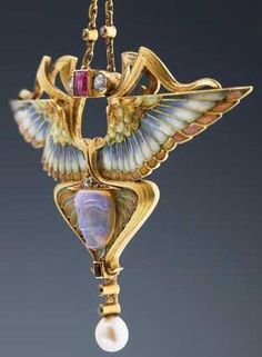 Art Nouveau pendant necklace, with a representation of the goddess Nike, creative Philippe Wolfers / Belgium, approx. 1902; gold with enamel, diamonds, rubies, pearls and carved opal.