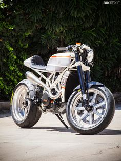 I met a motojournalist the other day who reckoned the KTM 690 Enduro R is the best bike he's ever tested. He liked it so much, he bought one for himself. The design of the Austrian machine is strong and distinctive, but for some, the 'KTM look' is an acquired taste. So here's an alternative, courtesy of Roland Sands Design. And being a former racer, Roland couldn't resist giving the 66 hp, 305 lb bike a performance boost too.