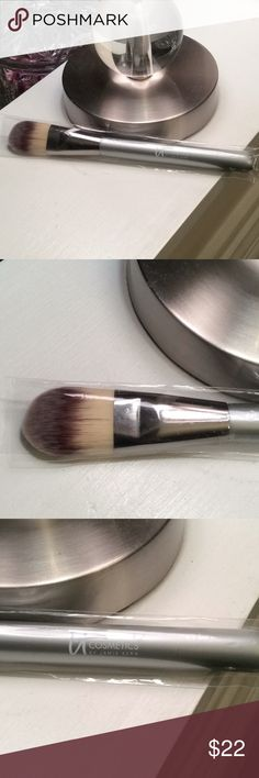 IT Cosmetics brush NEW!!! Brand new IT cosmetics foundation brush. Bought from QVC and never used. In perfect condition. Please ask any questions. IT Cosmetics Makeup Brushes & Tools