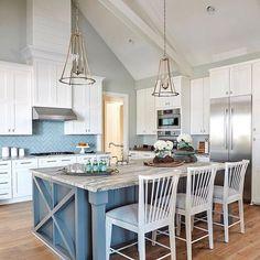 Lovely kitchen design inspiration by 📷 wilson_design_construction! 😊 😊  Follow the latest trends on our blog. 😊  . . . . . . . . . .. . . . . . .#kitchencountertop #quartzkitchen #kitchenbeautiful #marthastewartliving #kitchendecor #kitchendesign #kitchenchronicles #interiorstyling #homedecorideas #ekkbhome #dailydecordose #houseenvy #myhomeforHP #topstylefiles #furnituredecor #minimalistfurniture #minimalistdecor #eclectichome #myeclectichome #interioraccount #mystylishspace