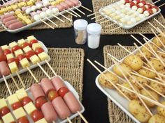 Comida Dessert, Comida Picnic, Appetizer Recipes, Appetizers, Food Decoration, Football Food, Luau, Food Truck, Finger Foods