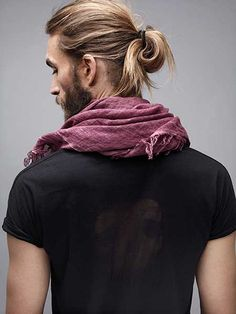 Men's ponytail hairstyle #longhairstylesformen I want this hair style so bed!! Ugh I'm jealous!! -Dominick