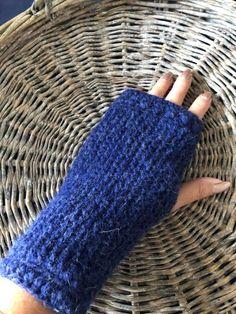 Myke og gode strikkede pulsvarmere - one size - klarblå Alpacas, Baby Alpaca, Fingerless Gloves, Arm Warmers, I Shop, Shopping, Fashion, Threading, Fingerless Mitts