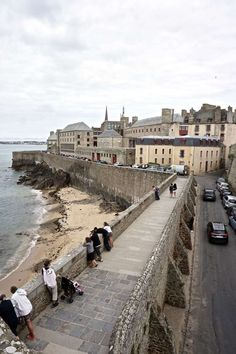 A guide to visiting Saint Malo in Brittany, France. Everything you should see and do in the region: ancient ramparts, tidal islands etc Jacques Cartier, Photography Guide, Travel Photography, Quebec, Region Bretagne, Brittany France, French Brittany, Europe Holidays, Normandy France