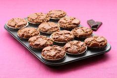 Madlene cu ciocolată şi stafide Parfait, Caramel, Cheesecake, Food And Drink, Cookies, Sweet Dreams, Desserts, Recipes, Foods