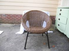 The perfect chair for a retro look to your patio/deck/den. In very good shape and extremely comfortable. Look like the last King of Scotland while you smoke cigars in this awesome chair. You may even