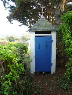 Outhouse - Wikipedia, the free encyclopedia