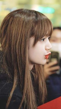 The sign of a former lover still loves you. Kpop Girl Groups, Kpop Girls, Lisa Black Pink, Lisa Blackpink Wallpaper, Lisa Bp, Blackpink Photos, Blackpink Fashion, Jennie Blackpink, Blackpink Jisoo