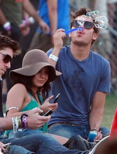 2010: Wears a floppy hat while Zac Efron blows bubbles next to her: | A History Of Vanessa Hudgens At Coachella