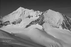 """... alpine pleasures at Brunegghorn (3) ... - Below the summit of Brunegghorn with a view to the fascinating Weisshorn in the Valais Alps.   From left:  the peak of the Matterhorn (4.478m) the E-ridge and normal route to Weisshorn (4.505m) the N-ridge of Weisshorn with the Grand Gendarm (4.331m) and on the right the Bishorn (4.159m) with the NE-wall.  My last b/w impression of this tour - single shot with the """"good old"""" Canon IXUS 40."""