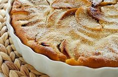 Francouzská bublanina clafoutis. Apple Pie, Recipies, Food And Drink, Cooking Recipes, Cupcakes, Sweets, Baking, Recipes, Cupcake Cakes