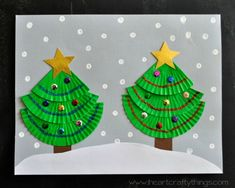 Cupcake Liners make the perfect base for Christmas Tree Art. I actually made this craft last year but never got around to writing up a post about it. Now that Christmas is around the corner I have the opportunity to share it with you.  {This post contains affiliate links for your convenience.  Read our Disclosure Policy for …