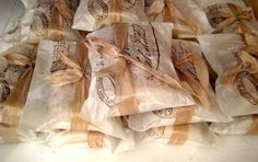 Image from http://9weddingwebsites.com/wp-content/uploads/2013/09/cheap-wedding-favors-ideas-124.jpg.
