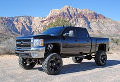 The lift, rims, and truck I want Chevy 2500HD 6.6L Duramax turbo diesel.
