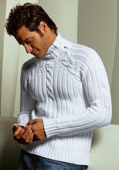 Белый мужской свитер (вязание спицами, просьба)