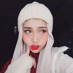 Muslim Fashion, Hijab Fashion, Beautiful Hijab Girl, Creative Makeup Looks, Stylish Dresses For Girls, Turkish Fashion, Asian Makeup, Hijab Chic, Winter Hats For Women