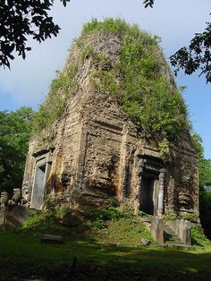"""Kampong Thom (Khmer: ក្រុងកំពង់ធំ, """"Grand Port"""") is the capital city of Kampong Thom Province, Cambodia lying on the bank of the Stung Sen River. It is served by the national highway, going from Siem Reap to Phnom Penh."""