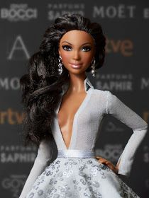 "Alma, for the third consecutive year, poses on the red carpet of the edition of the Spanish film awards, ""Goya Awards"". Barbie Fashionista, Barbie Dress, Barbie Clothes, Original Barbie Doll, Diva Dolls, African American Dolls, Beautiful Barbie Dolls, Barbie Princess, Barbie World"