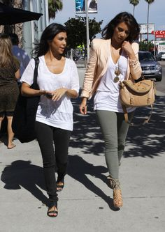 Effortless comfortable style. These girls are gorgeous!! Not gonna lie, I love their style!!