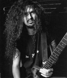 Dimebag Darrell, guitarrista de PANTERA. Pufff... los hombres de cabello largo y rizado me fascinan.