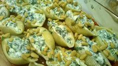 Gevulde pasta schelpen met ricotta, spinazie en to...